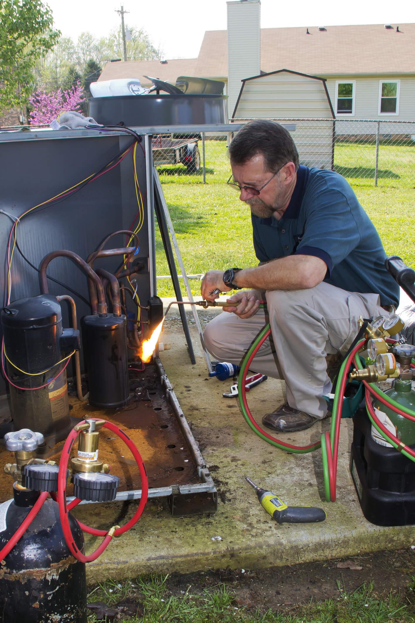 Replacing refrigerant